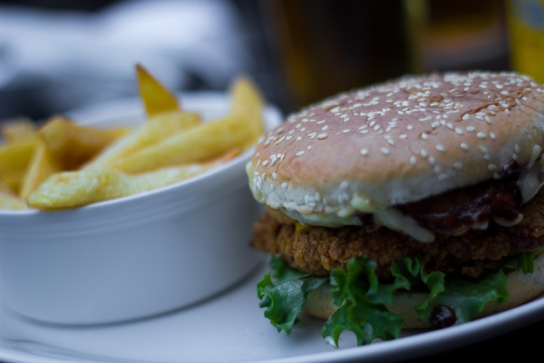 Zing-a-ling burger with chips